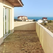 Exquisite Villa by the Black Sea With Garden and sea Views, Near Beach and Top-ranked Golf Courses