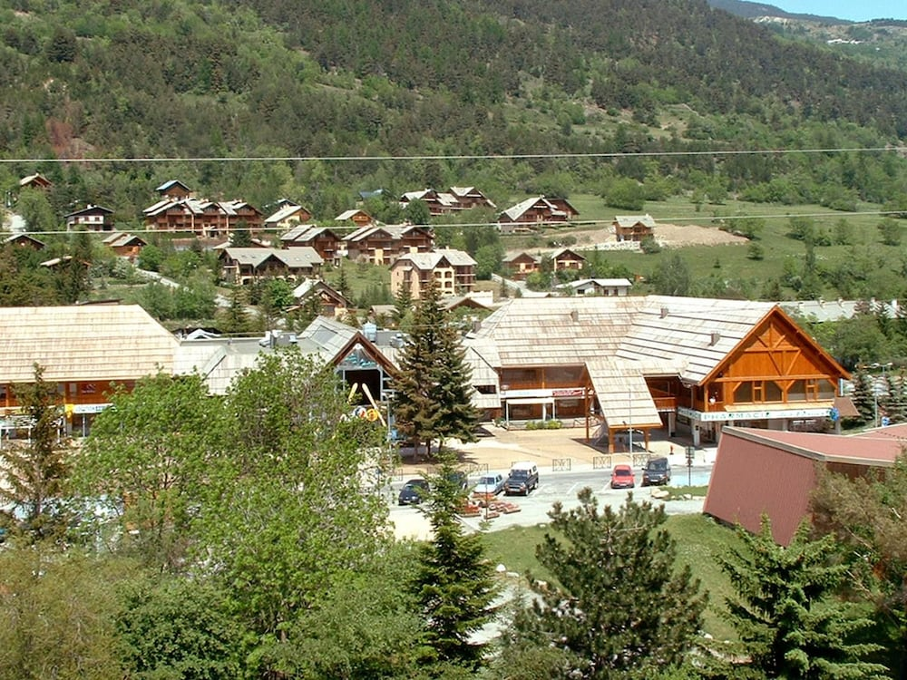 Studio In Serre Chevalier With Wonderful Mountain View Enclosed