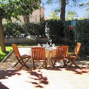 Sunny, 2-bedroom Apartment in Saint-cyr-sur-mer With a Private Garden 250m From Lecques Beach!