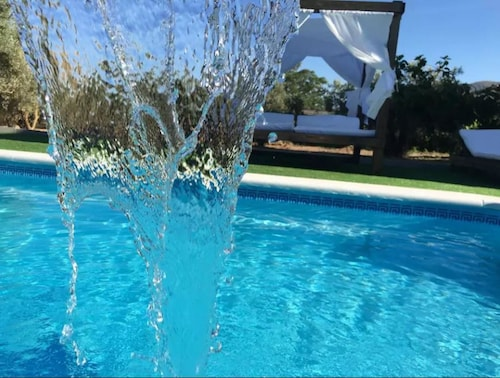 House With 4 Rooms in Atarfe, With Private Pool, Jacuzzi and Furnished Terrace - 30 km From the Slopes