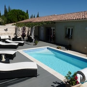 Villa With 3 Rooms in Tavel Near Avignon, With Private Heated Pool, Garden and Wifi