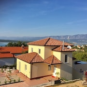 House With 4 Bedrooms in Klimno, With Wonderful sea View, Indoor Pool, Enclosed Garden - 300 m From the Beach