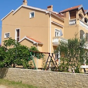 Apartment With 3 Bedrooms in Privlaka, With Wonderful sea View and Enclosed Garden - 250 m From the Beach