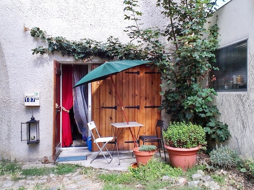 House With one Bedroom in Le Chesnay, With Furnished Garden