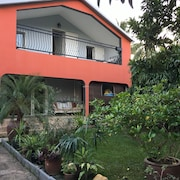 House With 5 Rooms in Etang Salé, With Wonderful Mountain View, Enclosed Garden and Wifi - 4 km From the Beach