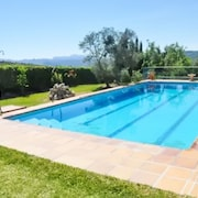 Adorable Rural Andalusian Apartment in a Private Villa w/ Large Pool, Mountain Views & Private Garden