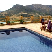 Traditional, 2-bedroom House in El Gastor With a Pool and Superb Mountain Views 26km From Ronda!