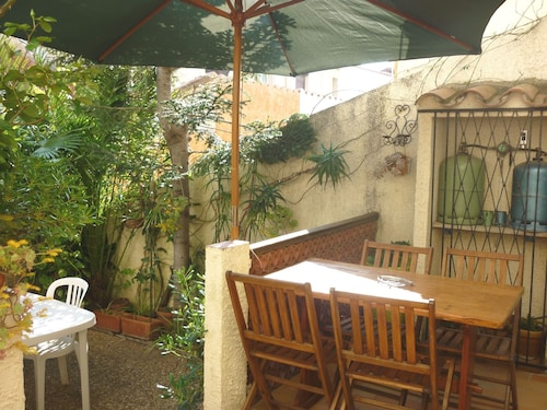 House With 2 Bedrooms in Sainte-marie, With Enclosed Garden and Wifi - 150 m From the Beach
