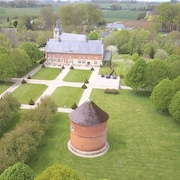 On the Normandy Coast, Historic Renaissance Mansion W/private Pond, Stables 20min From sea & Golf