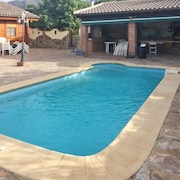 Superb 3 Bedroom Villa Near Marbella With a Swimming Pool, Terrace and a hot Tub!