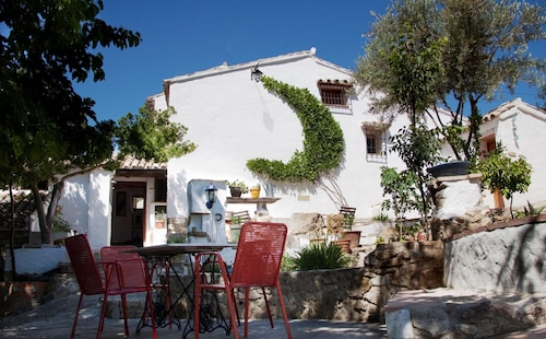 House With 3 Rooms in Zahara de la Sierra, With Wonderful Garden and River , a Furnished Terrace and Wifi