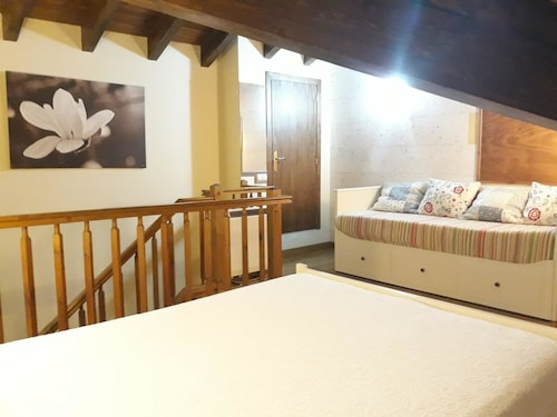 House With 4 Bedrooms in Bellver de Cerdanya, With Wonderful Lake View, Enclosed Garden and Wifi