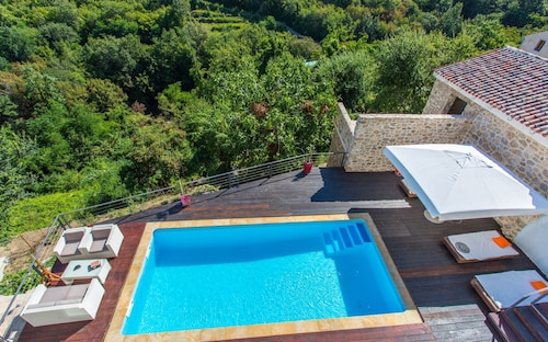 Villa With 4 Bedrooms in Dobrinj, With Private Pool, Furnished Terrace and Wifi - 5 km From the Beach