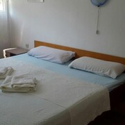 Apartment With 2 Bedrooms in Omiš - 100 m From the Beach