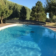House With 4 Bedrooms in Roquemaure, With Pool Access, Enclosed Garden and Wifi