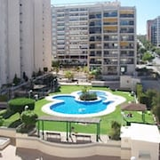 Modern 2-bedroom Apartment With a Balcony and Shared Swimming Pool - 100m to the Beach