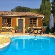 Traditional, 2-bedroom House in Trémolat With Wifi, Furnished Garden and a Private Swimming Pool!