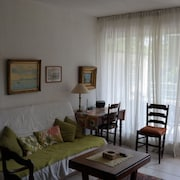 Studio in Saint-tropez, With Wonderful Park View, Terrace, Pool Access and Enclosed Garden