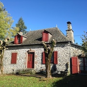 House With 4 Rooms in Merlhac, With Wonderful Mountain View, Enclosed Garden and Wifi - 80 km From the Slopes