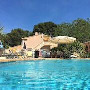 Spacious Apartment Near Aix-en-provence With Swimming Pool, Terrace, Garden and Wifi - Sleeps 4