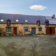 Quaint Farmhouse Cottage in the Bretagne Region of France With Bbq, Wifi and Gorgeous Surrounds!