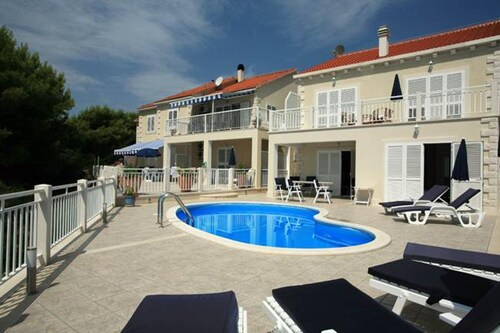Villa With 4 Bedrooms in Brač, With Wonderful sea View, Private Pool, Enclosed Garden - 200 m From the Beach