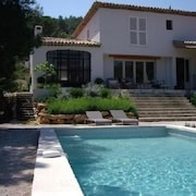 Villa With 4 Bedrooms in Cotignac, With Wonderful City View, Private Pool, Enclosed Garden - 82 km From the Beach