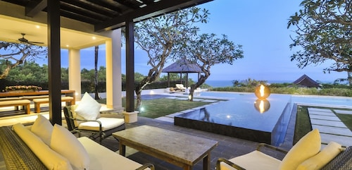 Spectacular Clifftop Luxury 4 Bedroom Villa With Beach Access, Uluwatu