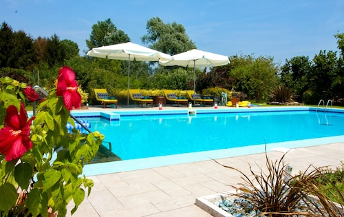 Sans Souci House With Pool and Fitness Studio Close to Venice