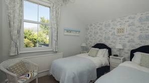 5 bedrooms, free WiFi, linens