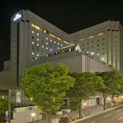 ホテルの外観 (正面) - 夕方 / 夜間