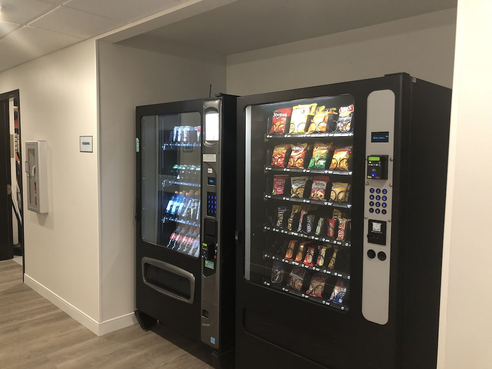 Vending Machine, WoodSpring Suites Naples