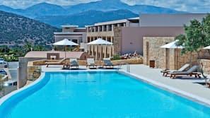 Seasonal outdoor pool, an infinity pool