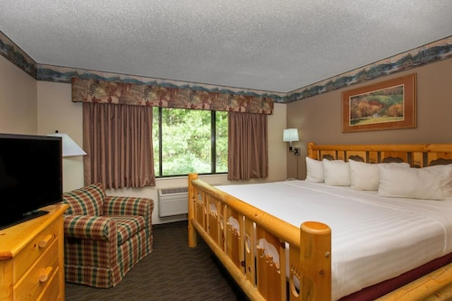 Cobblestone Hotels & Suites – Ladysmith