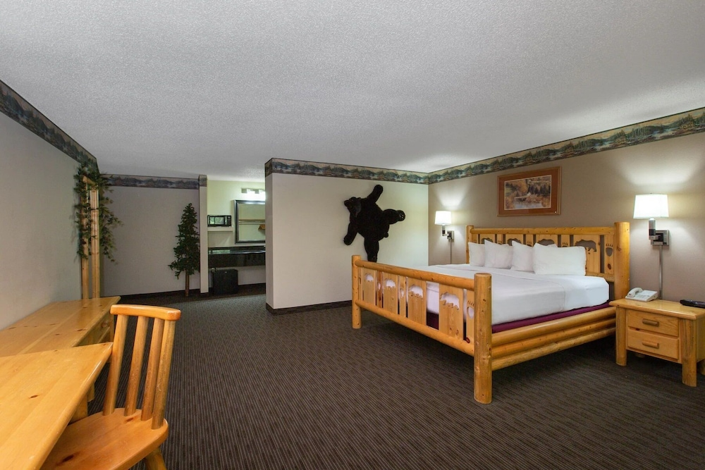 Room, Cobblestone Hotels & Suites – Ladysmith