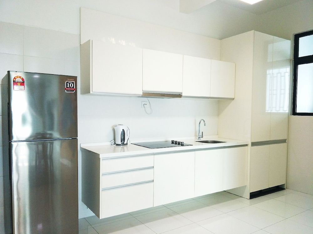 Private Kitchen, 3BR Luxury Japanese Suite | AEON Bukit Indah