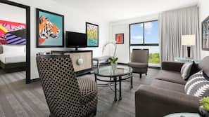 객실 내 금고, 책상, 노트북 작업 공간, 암막 커튼