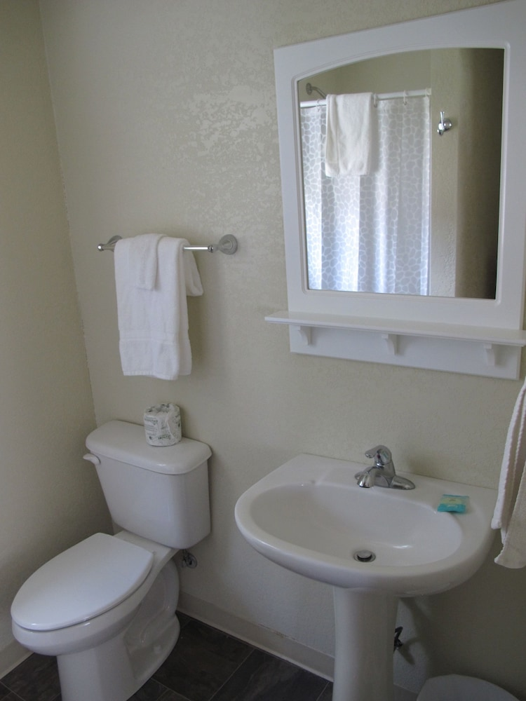 Bathroom, Little Ted's Cottages