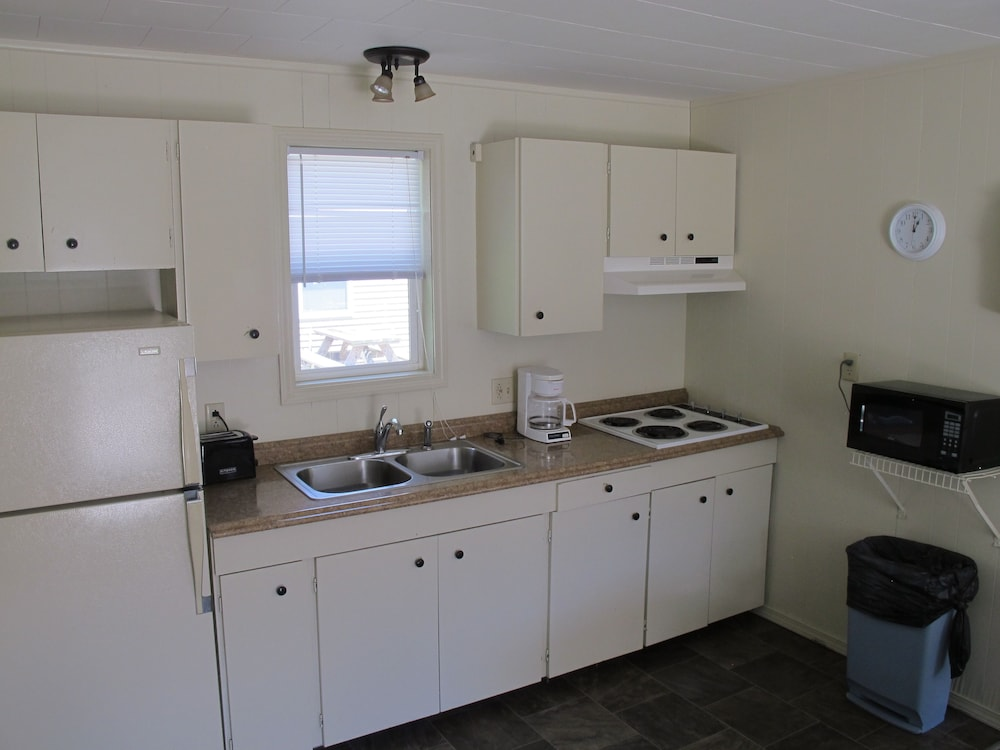 Private Kitchen, Little Ted's Cottages
