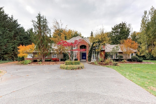 Great Place to stay Redmond Spectacular Apartment 4 near Redmond