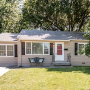 Darling 3 Bedroom 1 Bath House In The Heart Of Downtown Overland Park