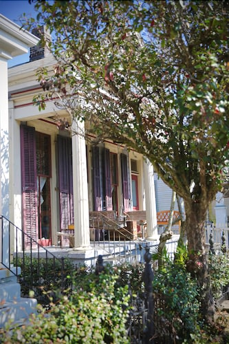 Great Place to stay Mardi Gras Ready! 2 Blocks From the Parades! Just Listed! Gorgeous Victorian near New Orleans