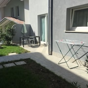 Entratico: Studio Apartment in Residence, Lake Area, With Exclusive Garden