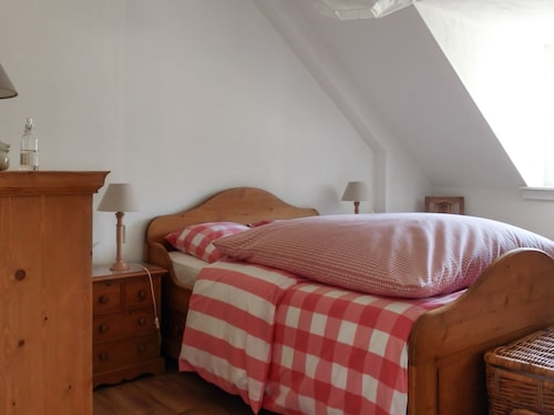 Traditional Breton Country House With Lush Garden, Central Heating and Private, Indoor Pool