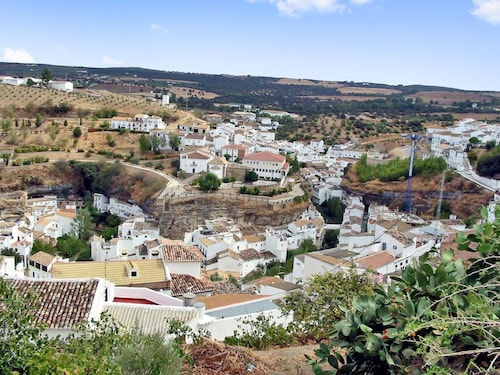 House With 2 Bedrooms in Setenil de las Bodegas, With Wonderful Mountain View and Furnished Balcony - 50 km From the Beach