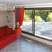 Traditional, 3-bedroom House With Wifi, a Furnished Terrace and Mountain Views Sleeps 10!