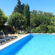 Provençal Bastide With 5 Rooms in Uchaux, With Wonderful Vineyard View, Private Pool and Garden - Sleeps 12 !