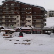 At the Foot of the Slopes, 50 m 3 Chairlifts and 100 Meters From the Funicular Grde Motte