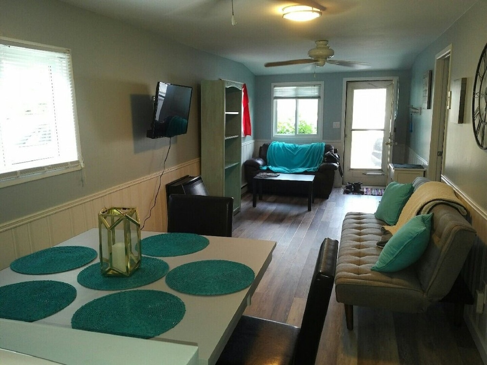 , Updated Port Stanley Cottage Rental Across From Beach!