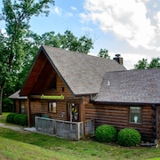 3 Bdr/2ba Country Log Cabin